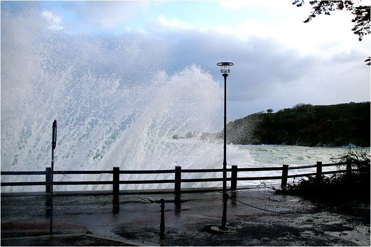 du vent, de la pluie, parfois un rayon de soleil pour cette grande marée de 112. De Dinard à Saint Lunaire le spectacle ne pouvait laisser indifférent.