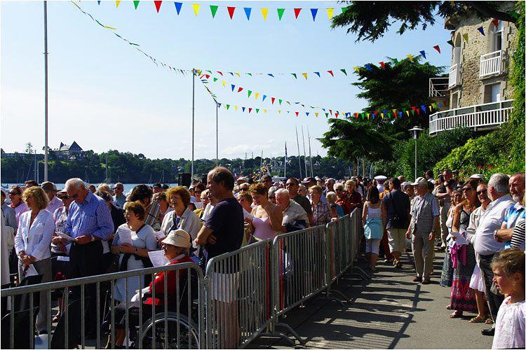 dimanche 09 aout 2009 messe en plein air à Dinard avant le dépôt d'une gerbe en mer.