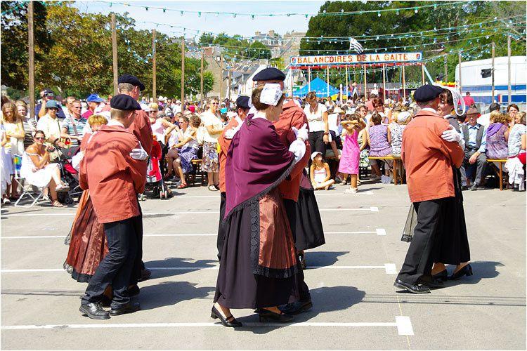 Fête traditionnelle organisée par le Comité des fêtes de Saint-Suliac : animations, danses, chants, défilé , restauration à l'ancienne dans le bourg et sur le front de Rance.