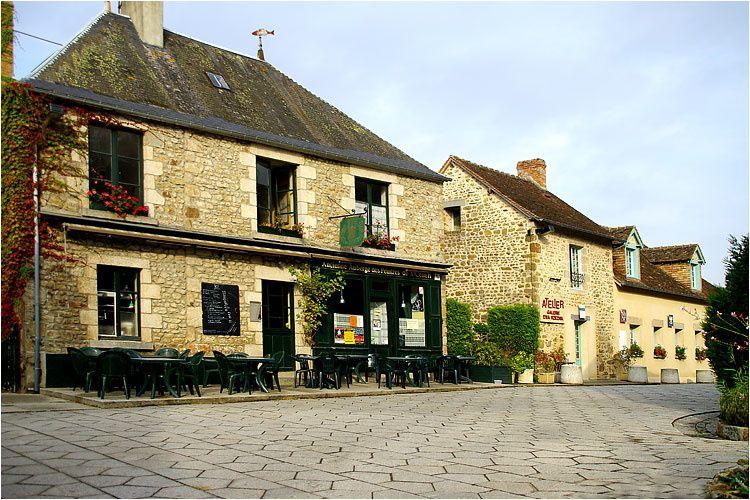 Saint Céneri le Gérei (61) à quelques kilomètres d' Alençon est classé dans les 100 plus beaux villages de France.