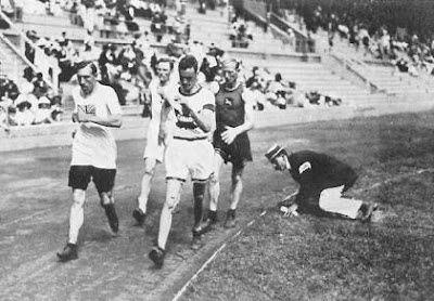 1912_Wikipedia_Athletics_men-s_10_kilometre_walk.jpg