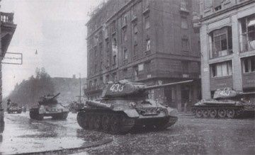 Budapest-Intervention-sovietique-3.jpg