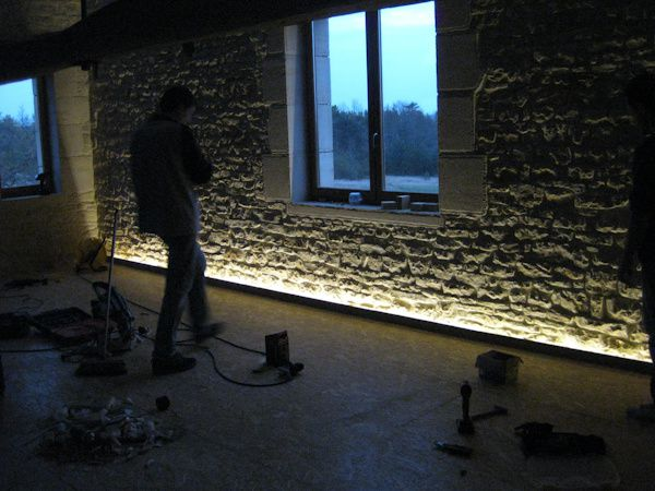 061 a led de greg pag flo et manu coups de main for Eclairage mur exterieur
