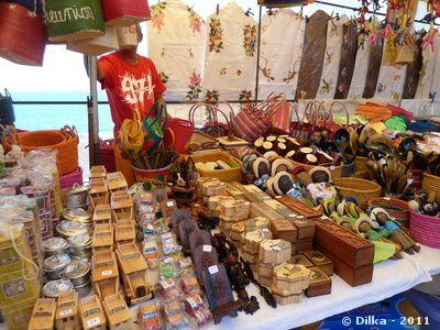 marche-saint-paul-souvenirs-2