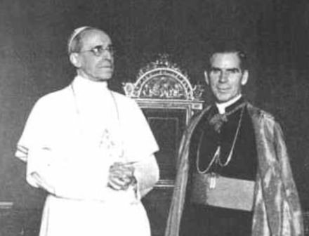 Pie-XII-et-Mgr-Sheen.jpg