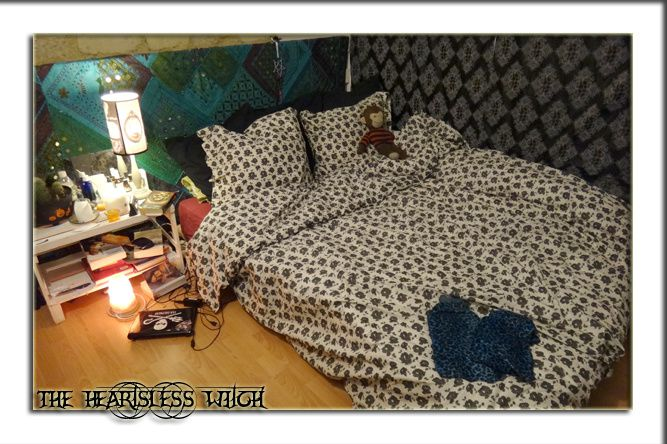 the heartsless witch linge de lit. Black Bedroom Furniture Sets. Home Design Ideas
