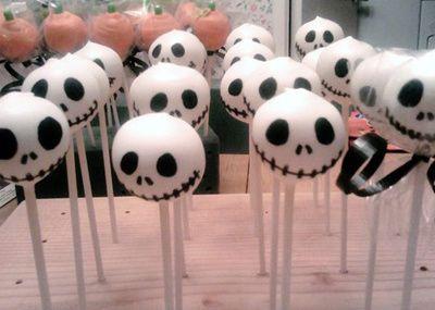 3d1ad goth-jack-skeleton-cake-pops 0