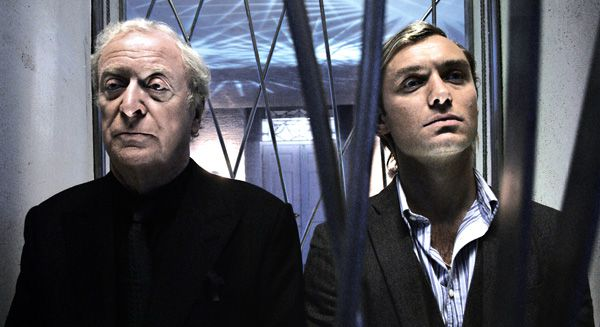 sleuth_movie_image_michael_caine_and_jude_law__2_.jpg
