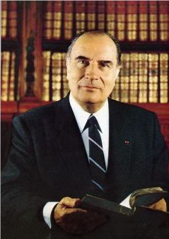Francois-Mitterrand---photo-officielle.jpg