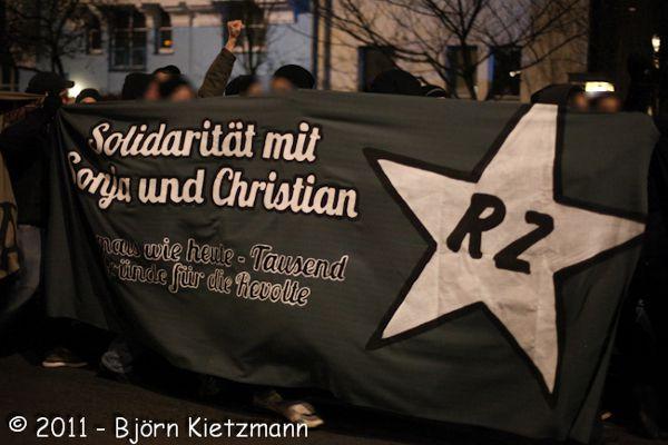 Soli-fr-Sonja-und-Christian-auf-der-Silvesterdemo-in-Berlin