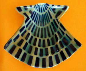 Coquille-St-Jacques-stylis--e--c--ramique-de-Sargadelos--Galice--Espagne-.JPG