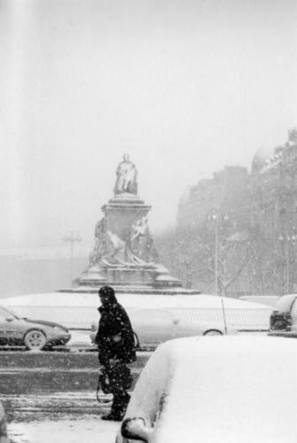Paris-sous-la-neige-en-janvier-avenue-de-breteuil-jan-03-biss.jpg