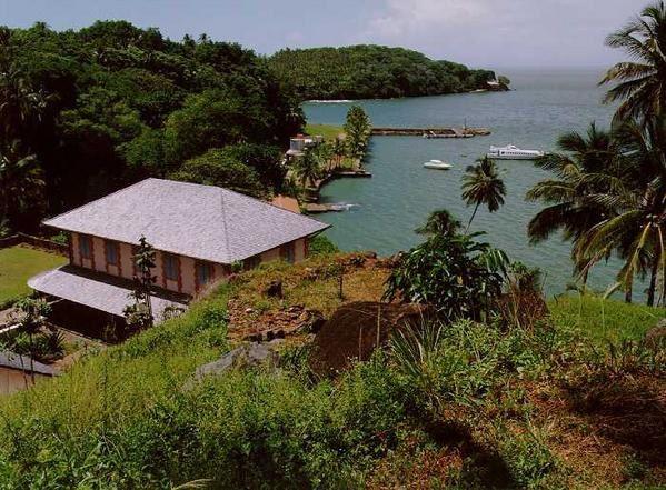 Quelques photographies des îles du Salut (Royale, Saint Joseph et île du Diable) situées à 7 milles marins au large de Kourou (environ 13 kms).
