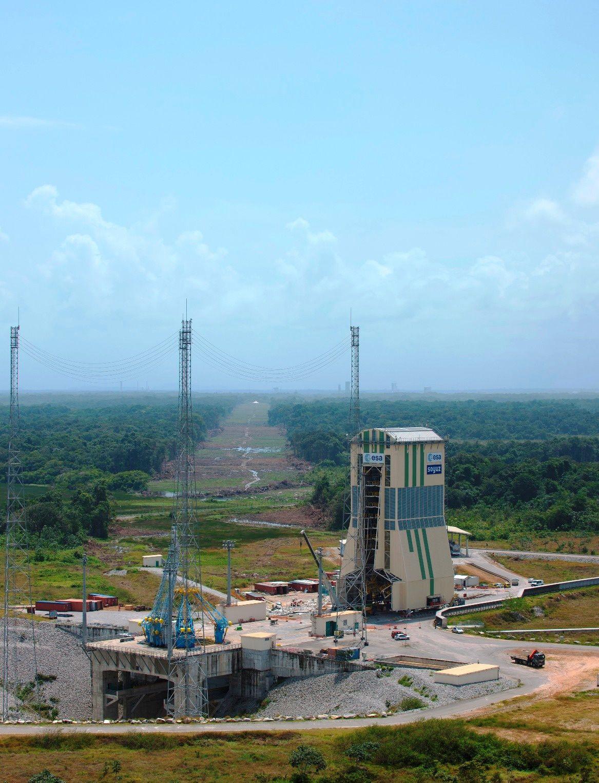 Ces photos du lanceur Soyouz ou de l'Ensemble de Lancement Soyouz (ELS) ont été prises dans leur grande majorité par le service optique du Centre Spatial Guyanais (CNES/CSG).