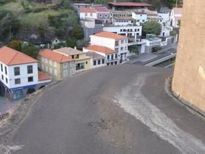 Calheta-route-escarp-e-sans-protection.JPG