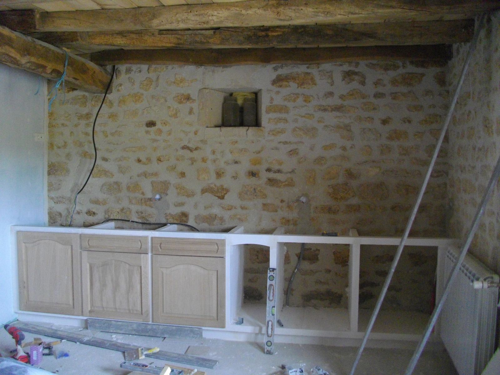 Debut de la cuisine renovation d 39 une grange for Cuisine carreaux de platre