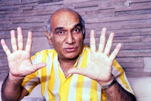 Yash_Chopra-no-hands.jpg