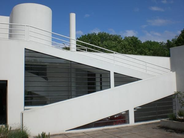 Paris monuments et sites la villa savoye de le for Poissy le corbusier