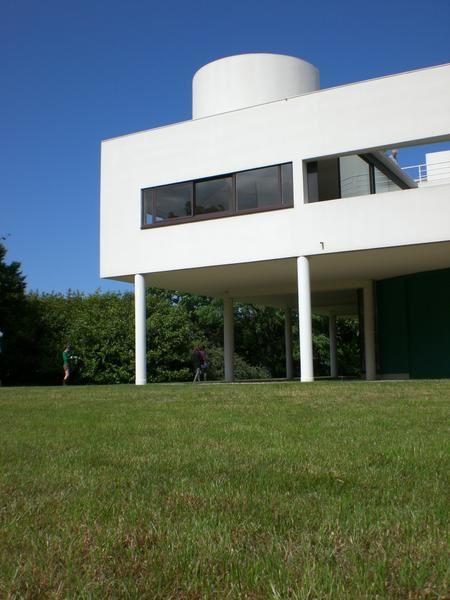 paris monuments et sites la villa savoye de le corbusier voyagesvoyages. Black Bedroom Furniture Sets. Home Design Ideas