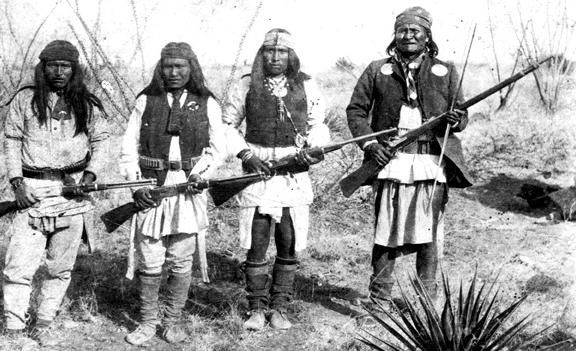 Apache_chieff_Geronimo_right_and_his_warriors_in_1886.jpg
