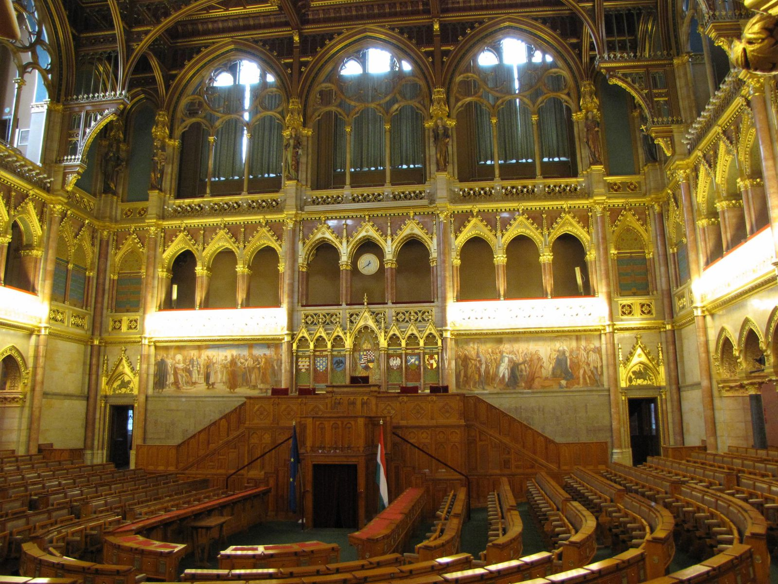 Parlement----h-micycle.jpg