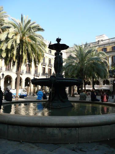 Barri-Gotic---Pla-a-Reial---fontaine--2-