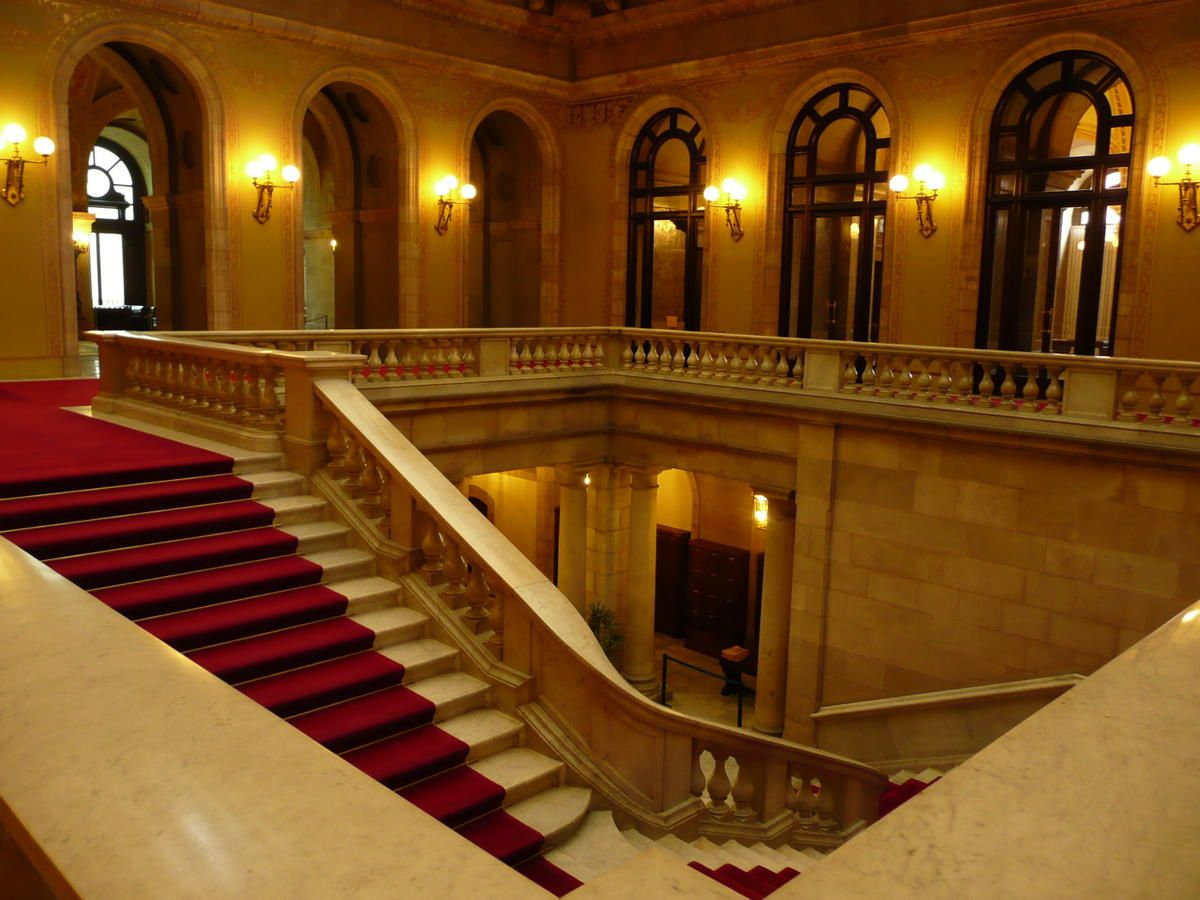 Parlement-de-Catalunya---grand-escalier-