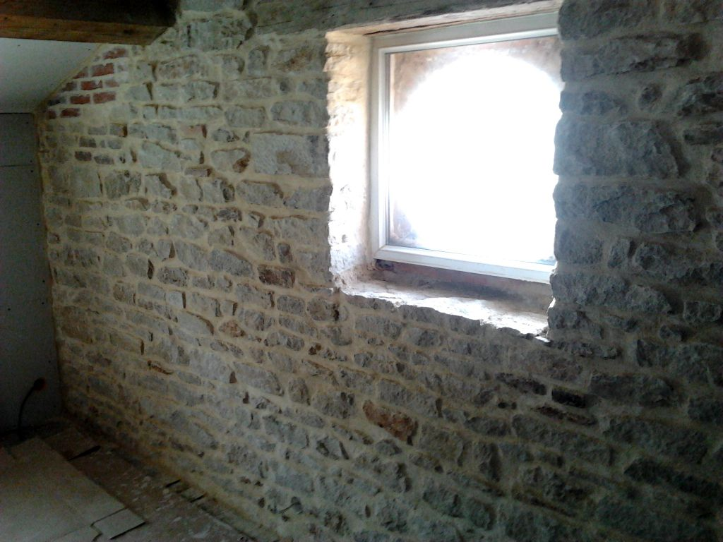 Isolation et pierres apparentes restauration d 39 une for Isolation maison en pierre
