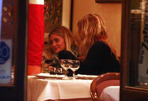 olsen5-out-for-dinner-sept2-copie-1.jpg