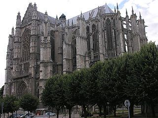 320px-Beauvais_Cathedral_SE_exterior.jpg