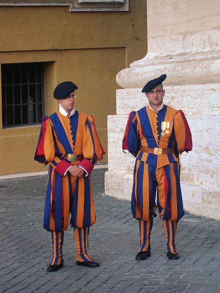 Gardes-suisses--costume-tres-modeste-JPG