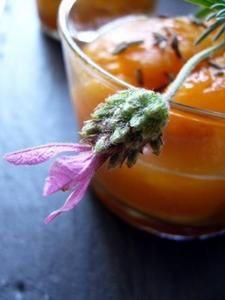 Dans la Cuisine de Sophie - Compote d'abricots, gingembre et fleurs de lavande