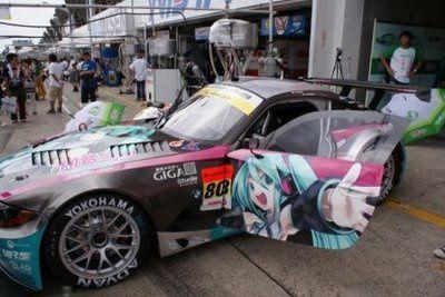 Studie-GLAD-BMW-Z4-Hatsune-Miku-Itasha3.jpg