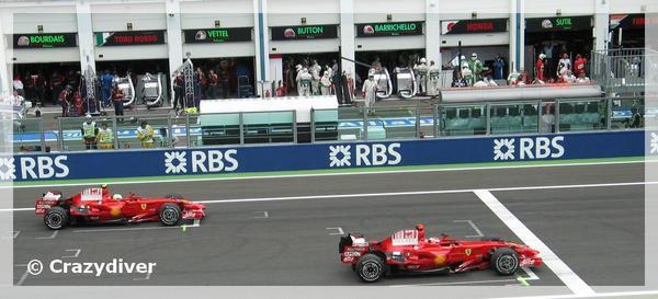 Les 2 FERRARI de Felipe Massa et de Kimi Raikonen en Pole Position