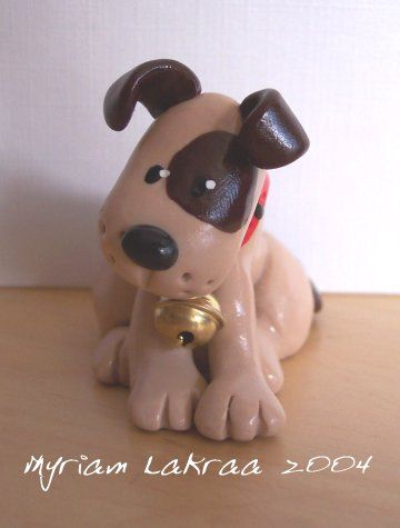 Fimo : Chien avec collier (2004) - Myriam Lakraa Créations.jpg