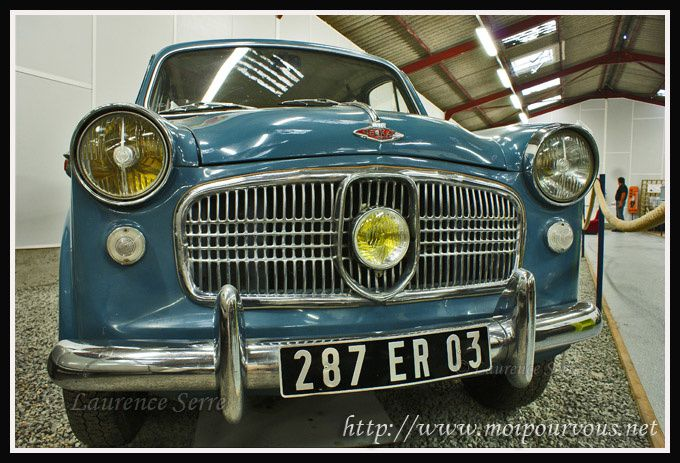Musee-automobiles-Bellenaves-_-voiture-a-3-phares.jpg