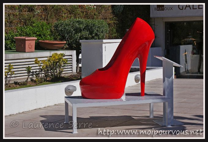 Cannes-escarpin-rouge-sculpture.jpg