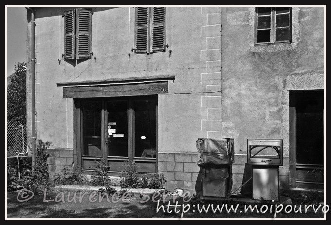 la-station-qui-a-un-coup-de-pompe-vers-Chaudes-Aigues-15.jpg