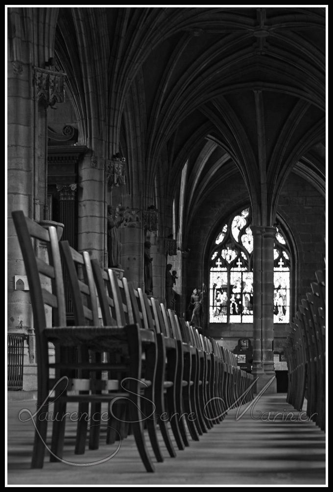 Chaises-cathedrale-Moulins-Perspective.jpg