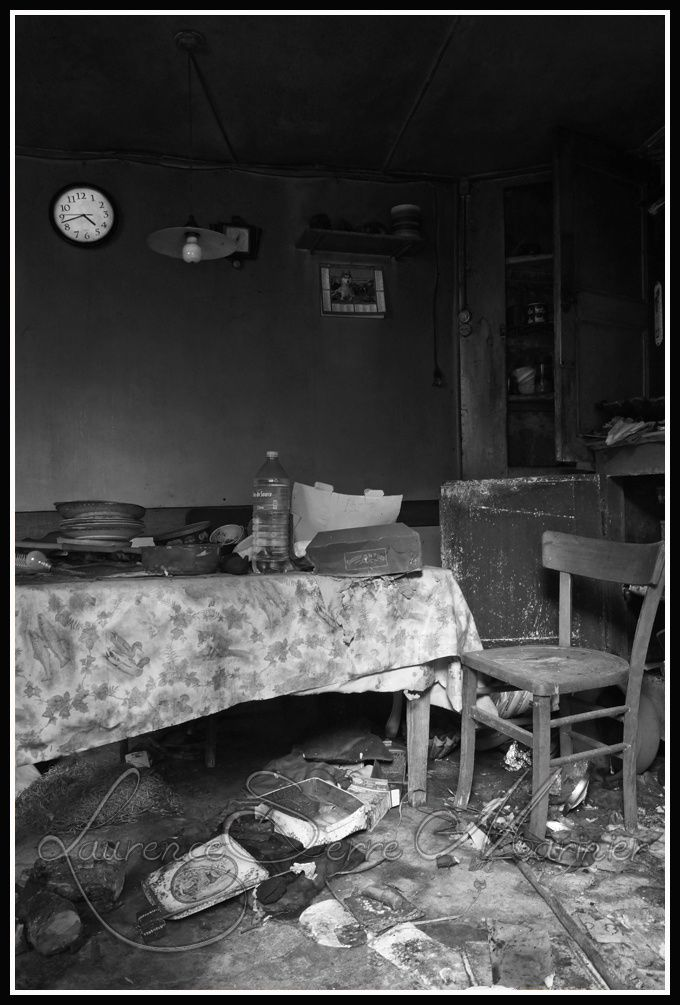 Interieur-vieille-maison-abandonnee.jpg