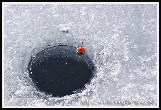 trou-dans-neige-peche-blanche-lac-Guery-2011.jpg