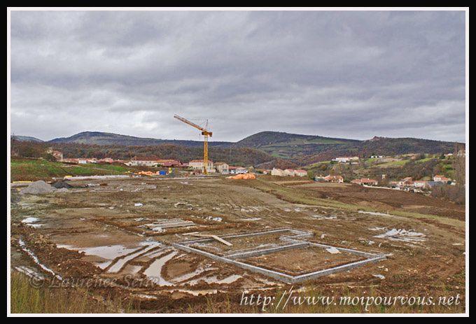 Ardes-sur-Couze-construction-Pierre-et-Vacances-2010.jpg