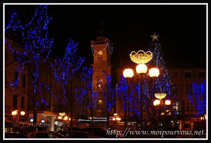Issoire-Tour-de-l-horloge-et-la-place-de-la-Republique.jpg