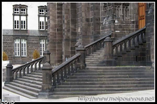 escaliers-cathedrale-clermont-ferrand-google.jpg