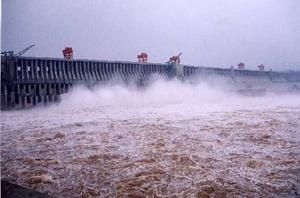 flood-water-threatens-three-gorges-dam_5106.jpg