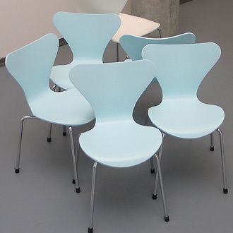 Arne_Jacobsen_Series_7_Chair_a1m.jpg