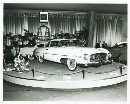 1954_Hudson_Italia_Coupe_at_Auto_Show.jpg