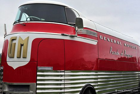 general-motors-futurliner-bus-19501.jpg