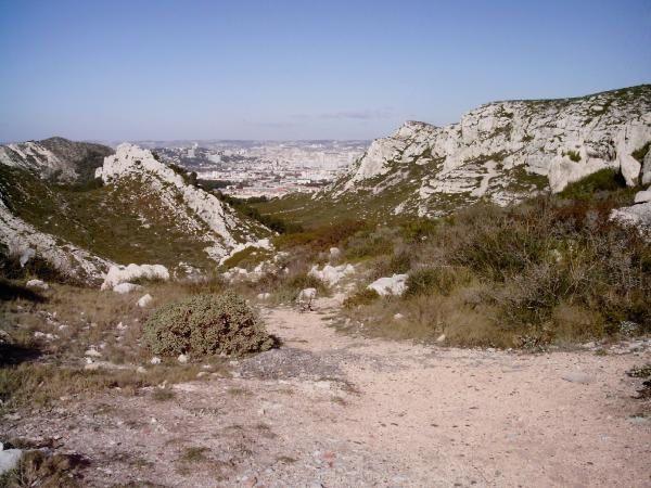 Marseille-vu-depuis-le-col-de-Sormiou.JPG