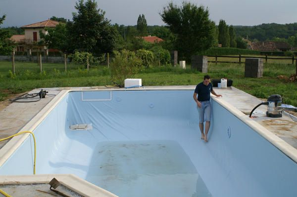 Carrelage design peinture pour joints de carrelage mural for Joint liner piscine